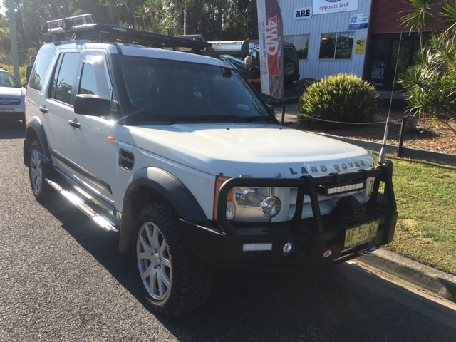 discovery-3-opposite-lock-bull-bar-and-runva-winch - Coffs Harbour